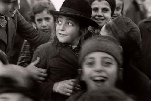 Foto hecha por Roman Vishniac a un grupo de niños