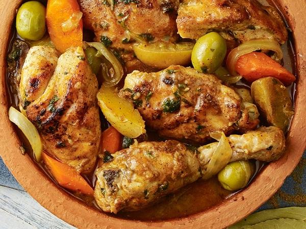 طاجين الدجاج بالزيتون الجزائري