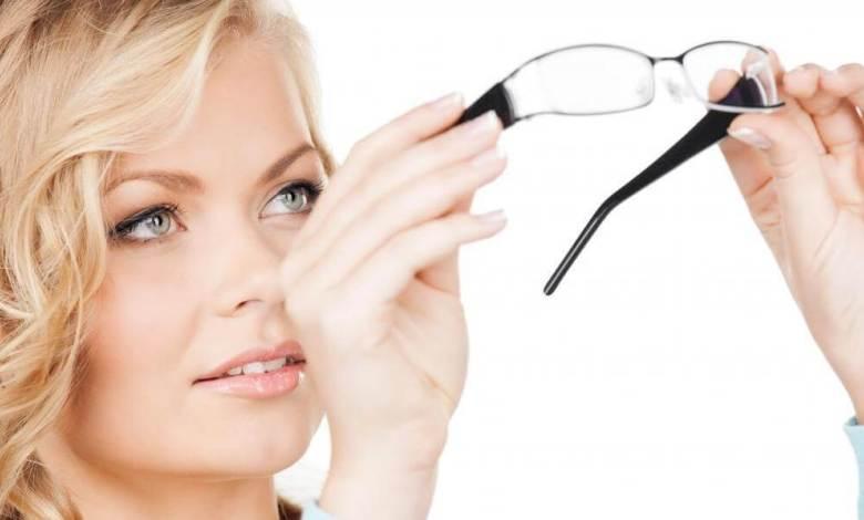 كيفية استخدام النظارات والعدسات اللاصقة