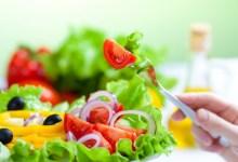 Photo of 8 نصائح مدهشة تعلمك عادات صحية تجنبك تناول الكثير من الطعام