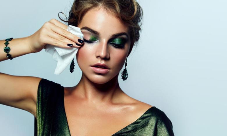 خلطات طبيعية لإزالة مكياج العيون
