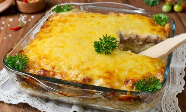 مكرونة باللحمة المفرومة والجبنة