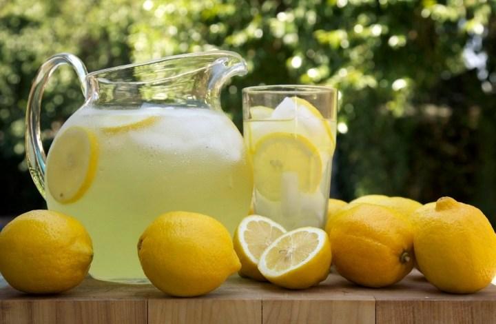 طريقة تحضير عصير الليمون المنعش