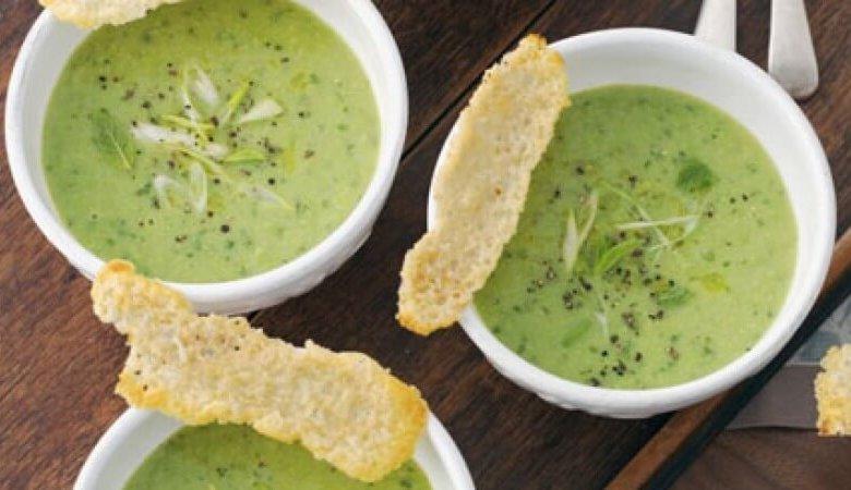 طريقة عمل شوربة البطاطس والبسلة الخضراء