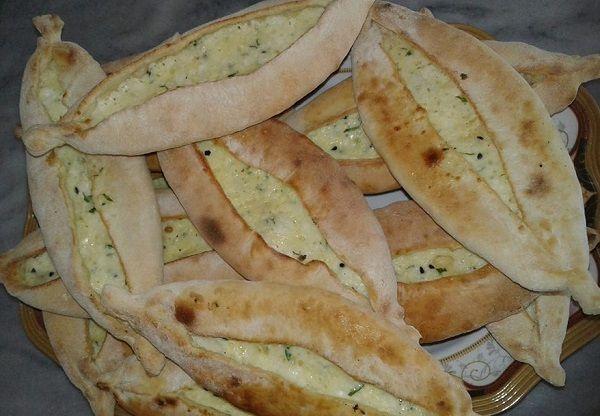 طريقة تحضير مناقيش الجبنة السورية
