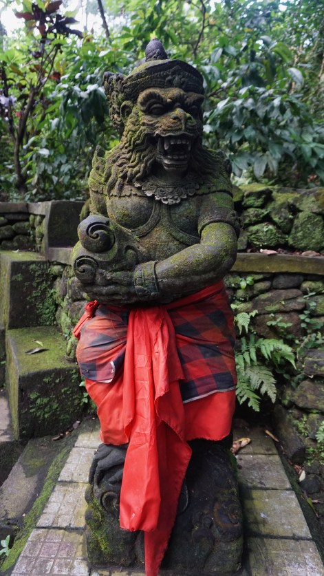 The sculptures also get the traditional sarong outfit!