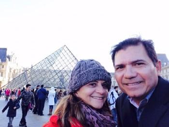 Revendo a pirâmide do Louvre