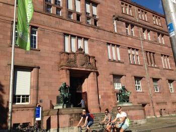 Um dos Prédios da Universidade de Freiburg