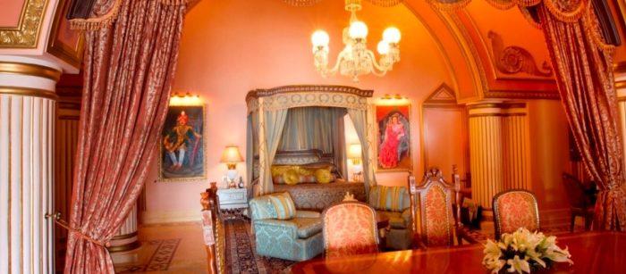 Pic Source : https://taj.tajhotels.com/en-in/taj-lake-palace-udaipur/
