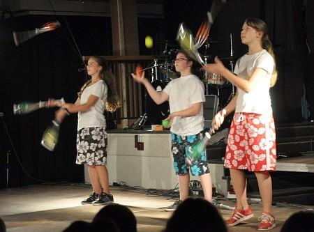 Die inzwischen fast allgegenwärtige Zirkus-AG war auch bei der Rampensau mit einem Damen-Trio vertreten.