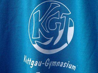 Das KGT-T-Shirt-Emblem von 2012 ist luftig grazil und für monochromen Druck optimiert. Der Schriftzug orientiert sich am Design von Emilie Conrads aus den späten 80zigern.
