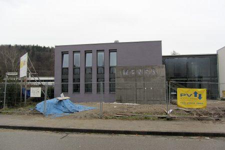 """KGT-Mensa """"as it is"""": Formal und farblich erinnert es eher an ein Leichenschauhaus als an eine lebenswerte Schule."""