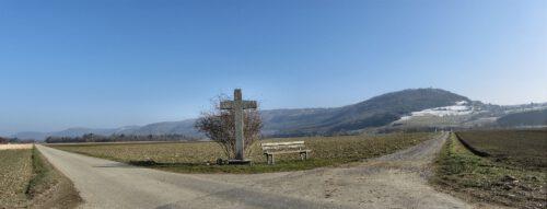 Wegkreuz am 3. März 2013 - der Klettgauhimmel war nach langer Zeit mal wieder blau, doch es blieb noch eisig kalt.