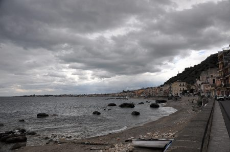 Promenade von Giardini Naxos bei schwerem Wetter (Foto: Martin Dühning)