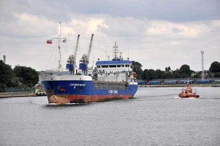 Ein Frachter verlässt Danzig (Foto: Martin Dühning)