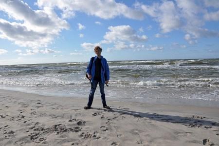 Martin Dühning am langersehnten Sommersandstrandmeer! (Foto: Salome Leinarkunion)