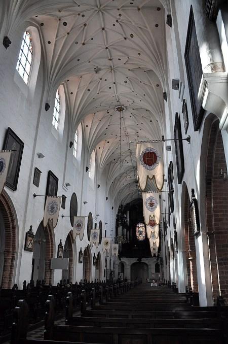 Blick auf das Hauptschiff Richtung Orgel (Foto: Martin Dühning)