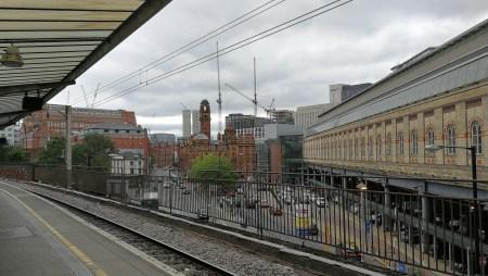 Bahngleich für den Zug nach Llandudno in Manchester Picadilly (Foto: Martin Dühning)
