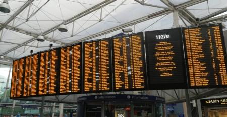 Infotafel am Bahnhof Picadilly (Foto: Martin Dühning)