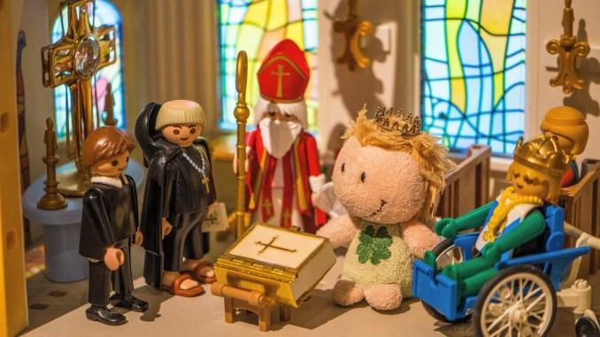 Festakt bei der Überreichung des Evangeliars in der Kirche St. Martin (Foto: Rosa Dudelspru)