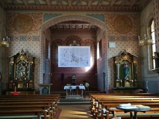 Die Kirche St. Andreas in Oberlauchringen am Palmsonntag 2021 (Foto: Martin Dühning)