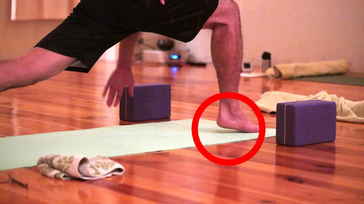 大和田礼子先生のアナトミックワークアウトのクラスの様子。生徒さんの踵が少し浮いている様子