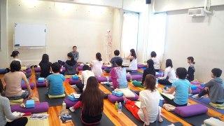 内田先生のシニアヨガ指導者養成講座の様子