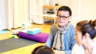 内田かつのり先生がヨガ解剖学基礎講座でお話している