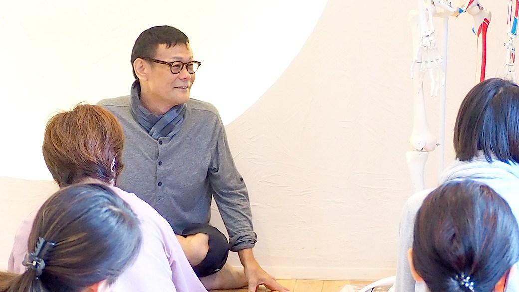 内田かつのり先生がアナ骨TTでお話している様子