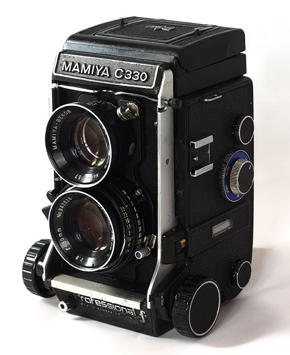 Solid TLR camera
