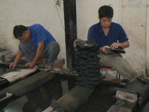 Making lacquer handcrafts