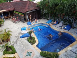 Broken Compass Hostel and Bar on Gili T 2016