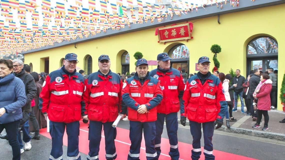 L'Associazione buddhista cinese acquista un'auto per l'Associazione Nazionale Carabinieri.