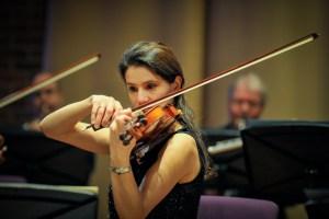 Anca Campanie violinist, són Southampton's professional orchestra