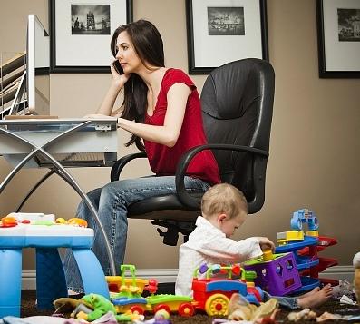 mamele care lucreaza de acasa