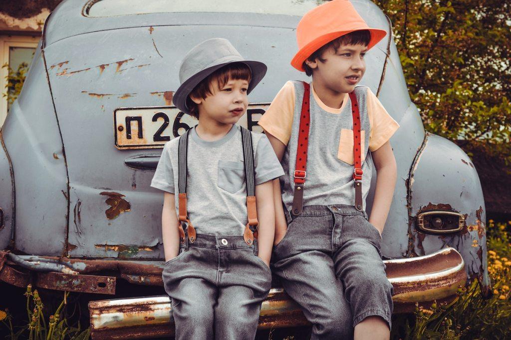 Despre hainele care rămân mici și copiii care cresc mari