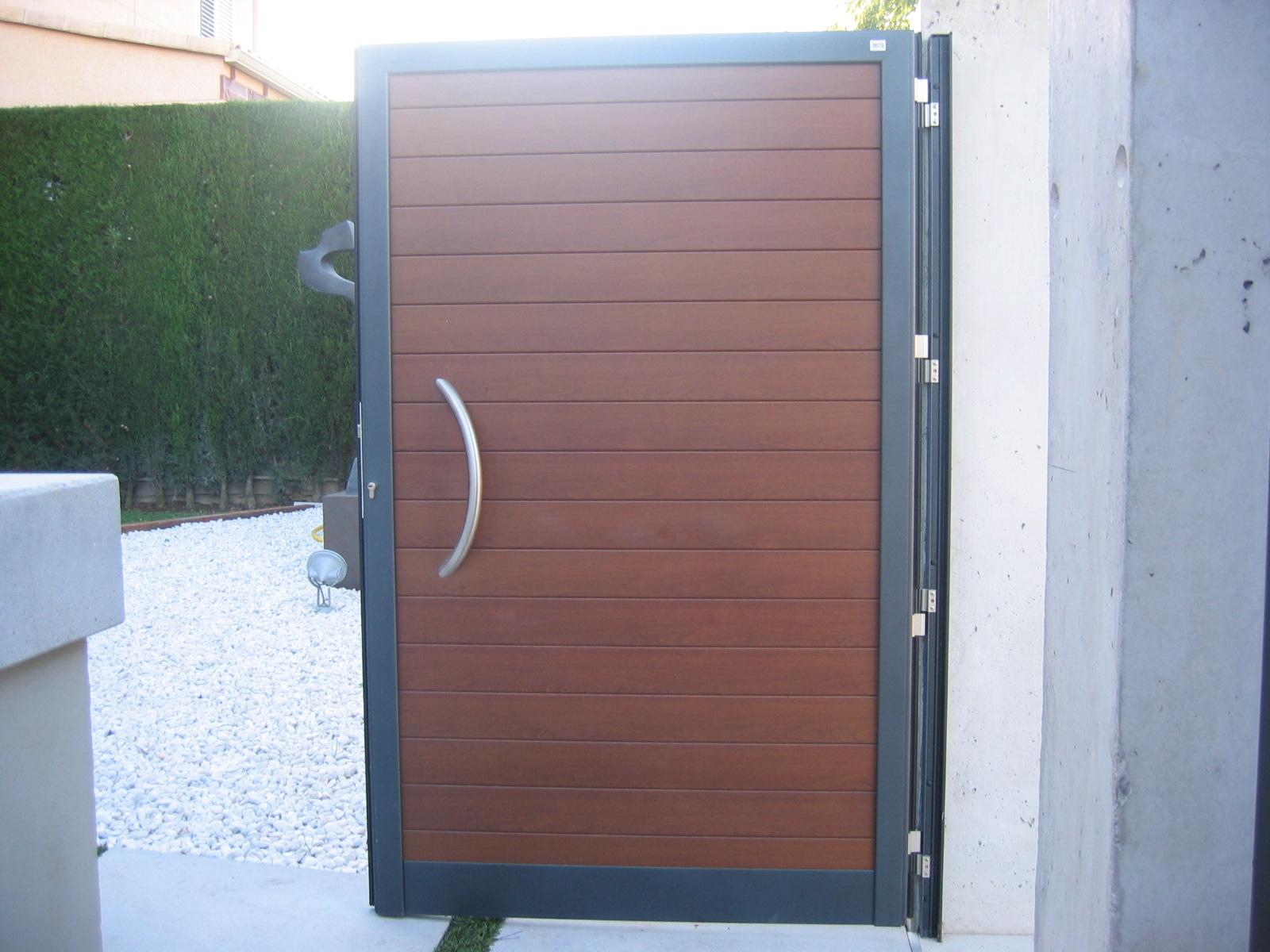 Puertas de jardin de aluminio perfect puertas y vallas de for Puerta corredera exterior jardin