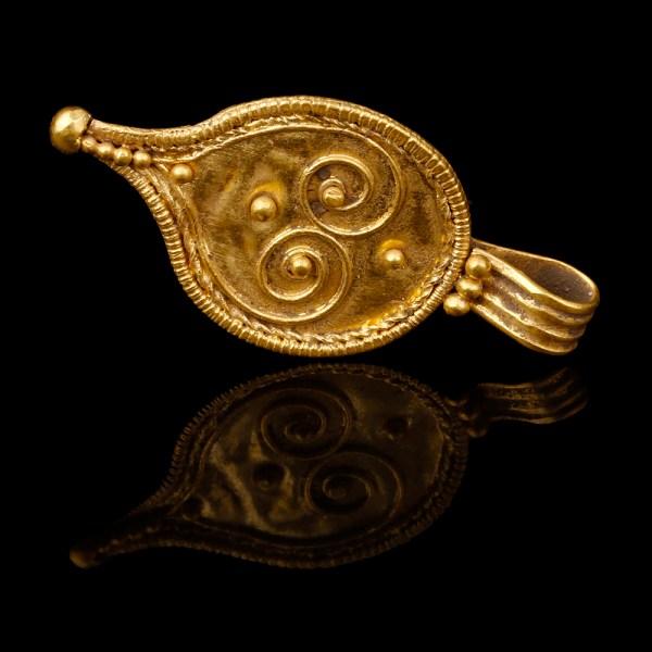 Roman Gold Drop Shaped Pendant