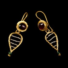 Roman Pair of Earrings with Garnet and Glass Beads