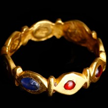 Exceptional Late Roman Gold Ring with Garnets and Sapphires