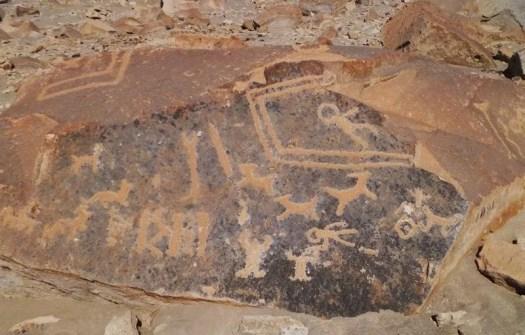 Antiguos petroglifos alienígenas en el Perú