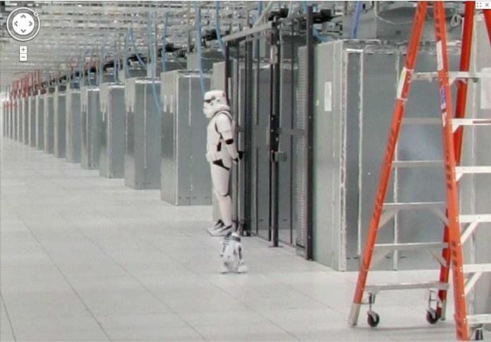Google Data Center Storm Trooper und R2D2
