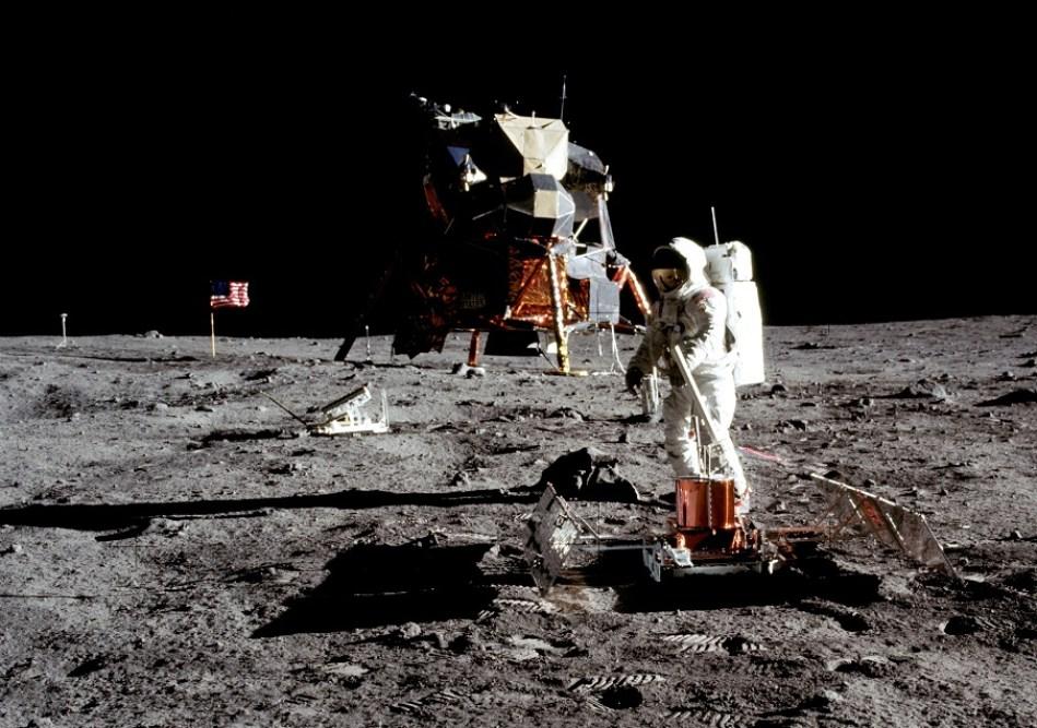 as11 40 5949b 0 - Stephen Hawking dice que debemos colonizar la Luna para salvar la especie humana...BeCurious!