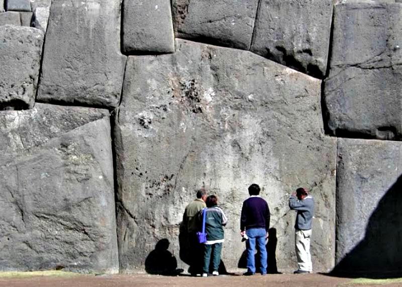Los investigadores no pueden entender cómo los pueblos antiguos lograron transportar y colocar dichas piedras megalíticas. (Fotografía: Código Oculto).