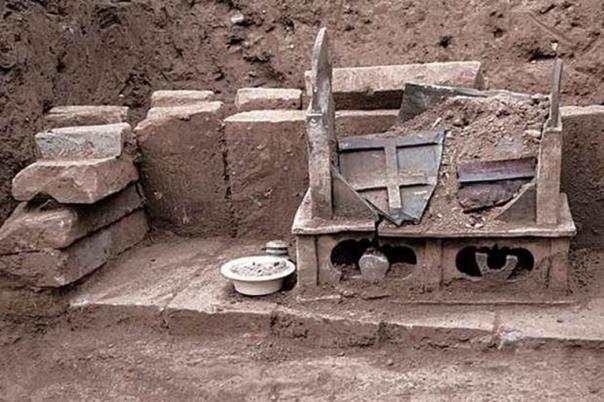 La caja cerámica con restos humanos incinerados que se cree podrían pertenecer a Buda. Fotografía: Chinese Cultural Relics