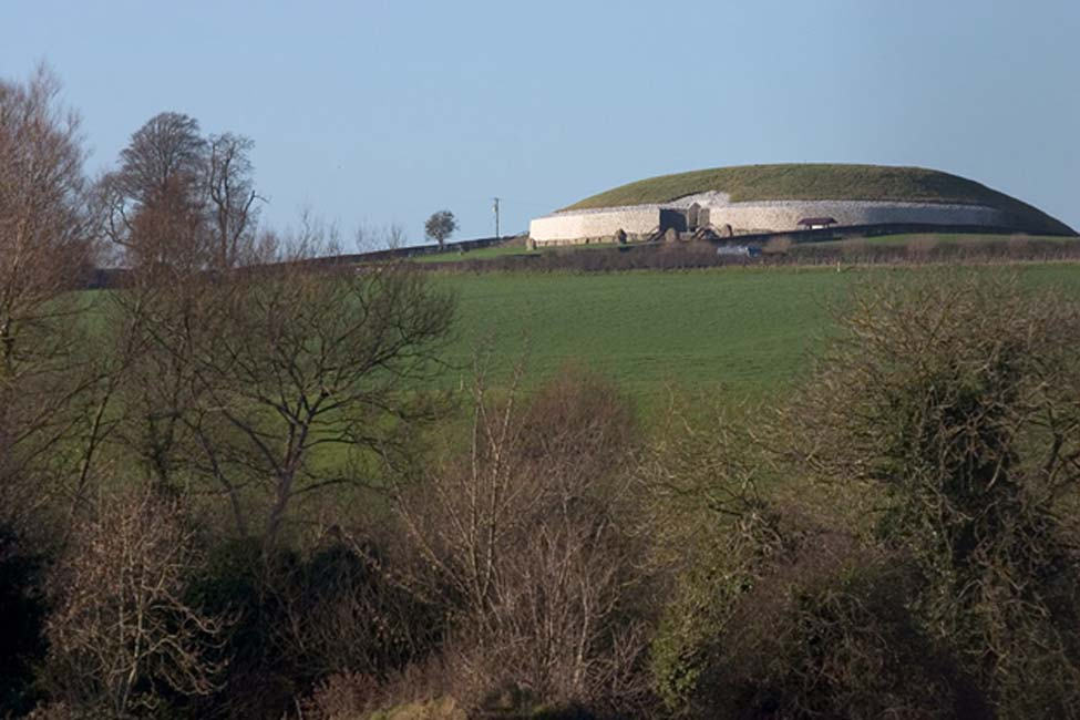 Vista de la elevación de Newgrange. (CC BY 2.0)