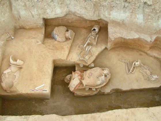 Resultado de imagen de esqueletos de bebes en suelo romano