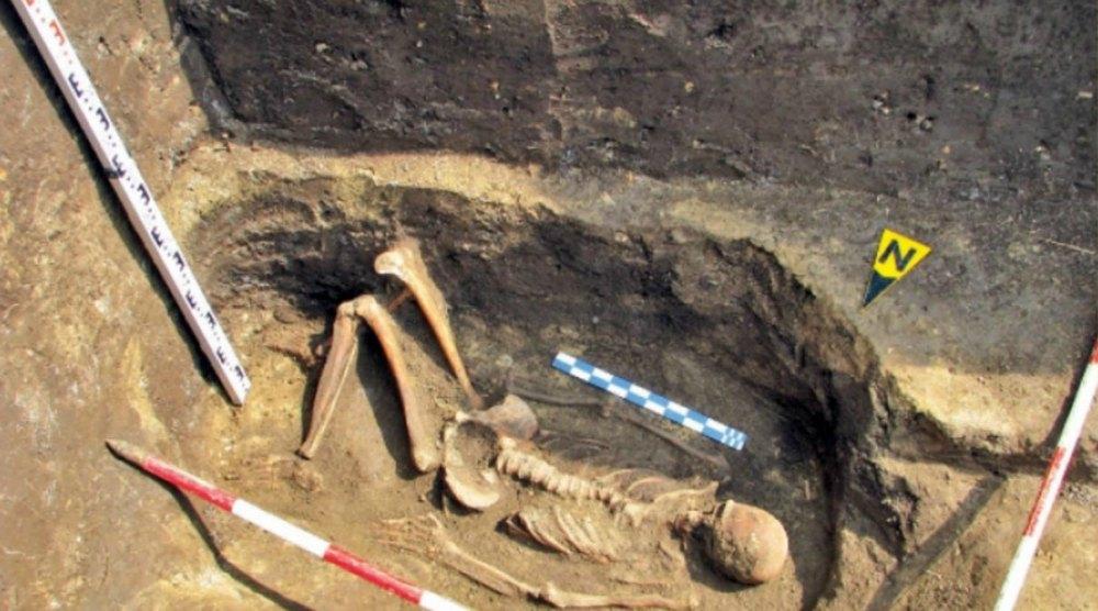 Esqueleto de un supuesto gigante hallado en Rumanía. (turnulluibabel.wordpress.com/AO.es)