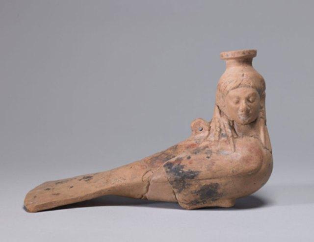 Frasco griego arcaico de perfume con forma de sirena, circa 540 a. C. (Dominio público)