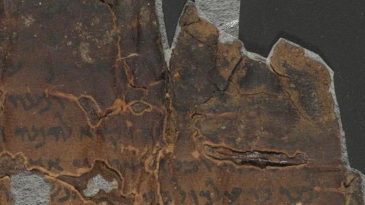 Parte de un manuscrito que habla del día del Juicio Final poco antes de ser escaneado. Fotografía: Autoridad de Antigüedades de Israel